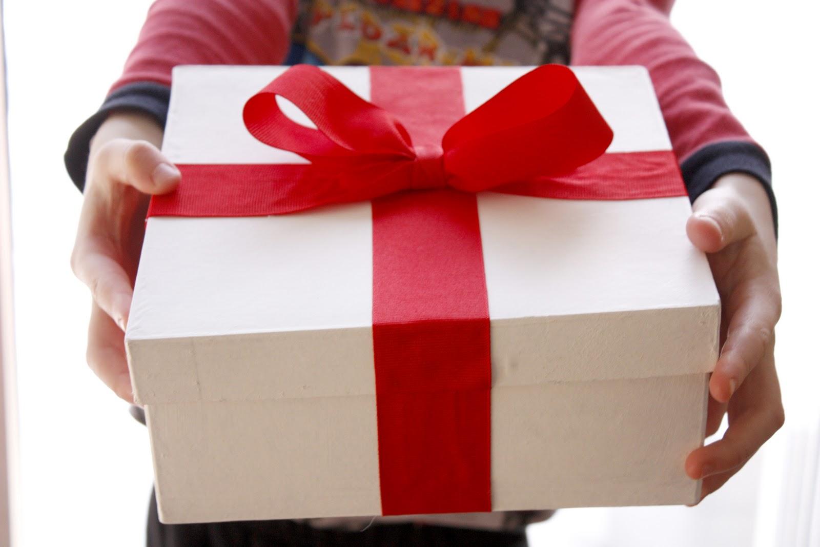 Как взять в руки подарок 453