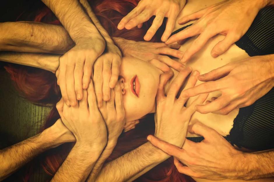 Трогаю свое лицо руками